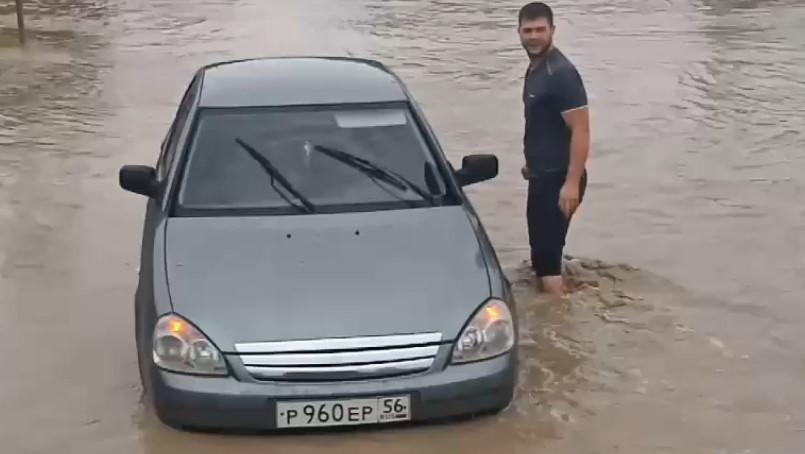 В Симферополе микрорайон ушел под воду после дождя