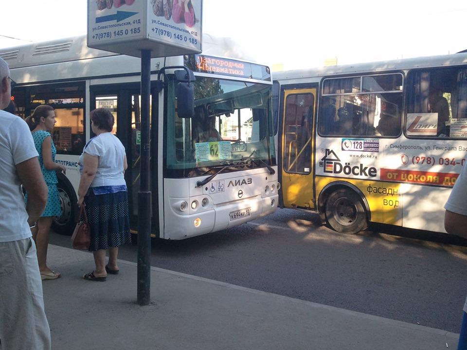В Симферополе обстреляли автобус — соцсети
