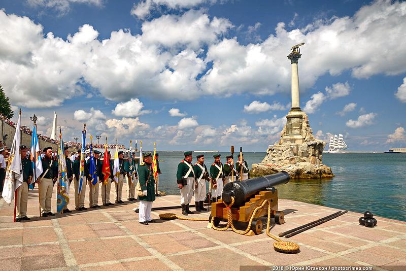 Выстрелом старинной пушки начнется праздник в честь Дня ВМФ в Севастополе