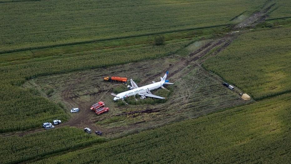 Опубликована расшифровка переговоров пилотов севшего на поле А321