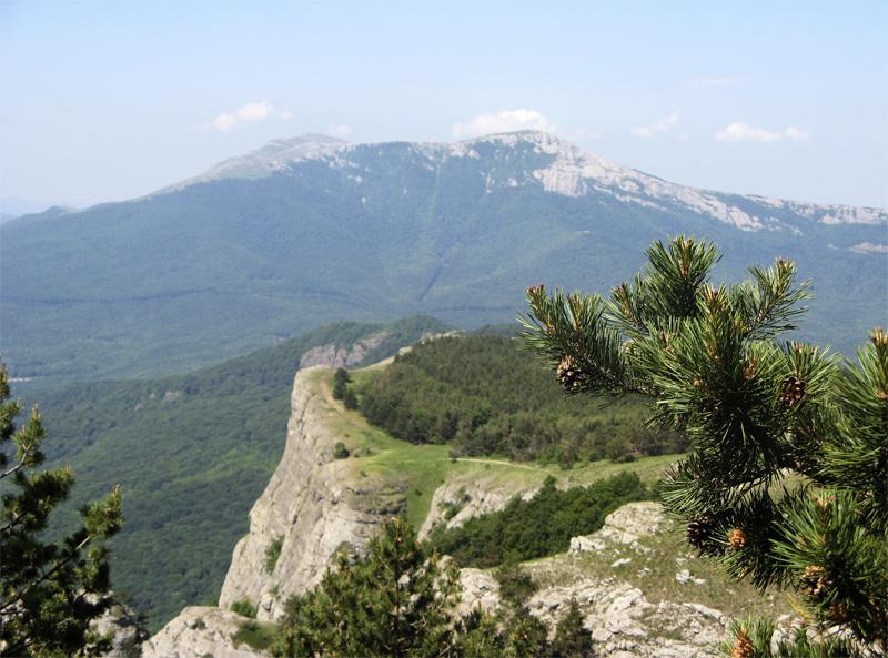 В Крымских горах семь часов спасали туристов с маленьким ребенком