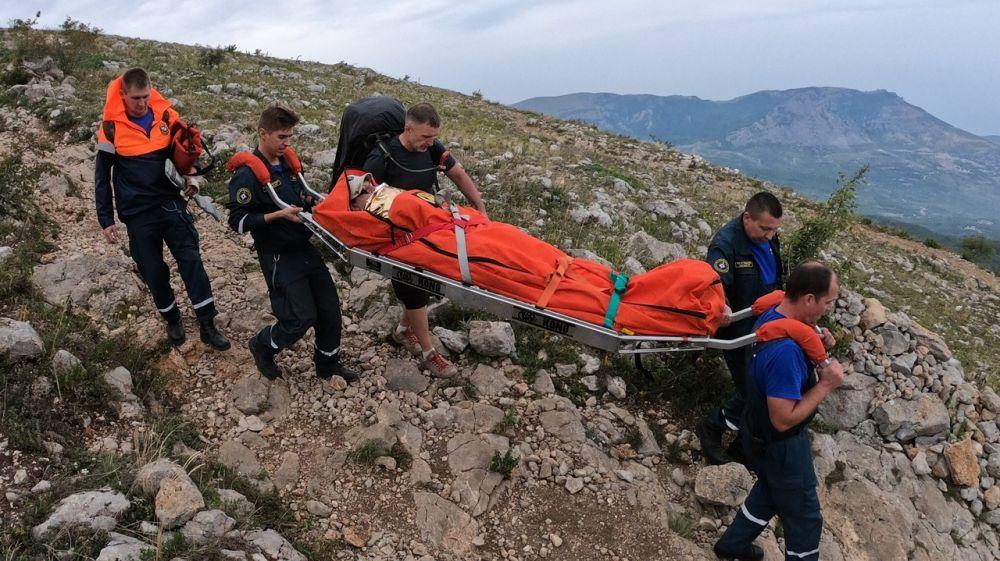 Двое туристов получили травмы в горах Крыма