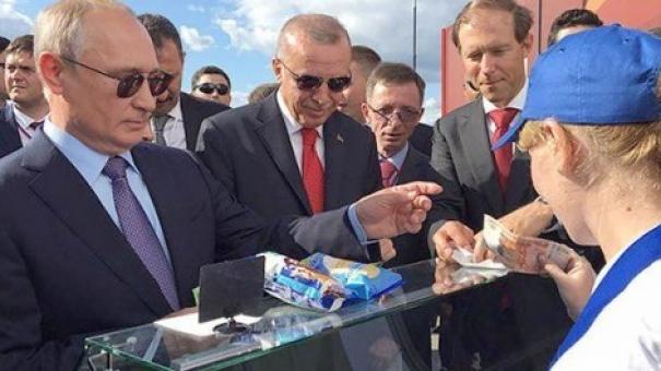 Путин не стал отдавать купюру с Крымом, покупая мороженое Эрдогану