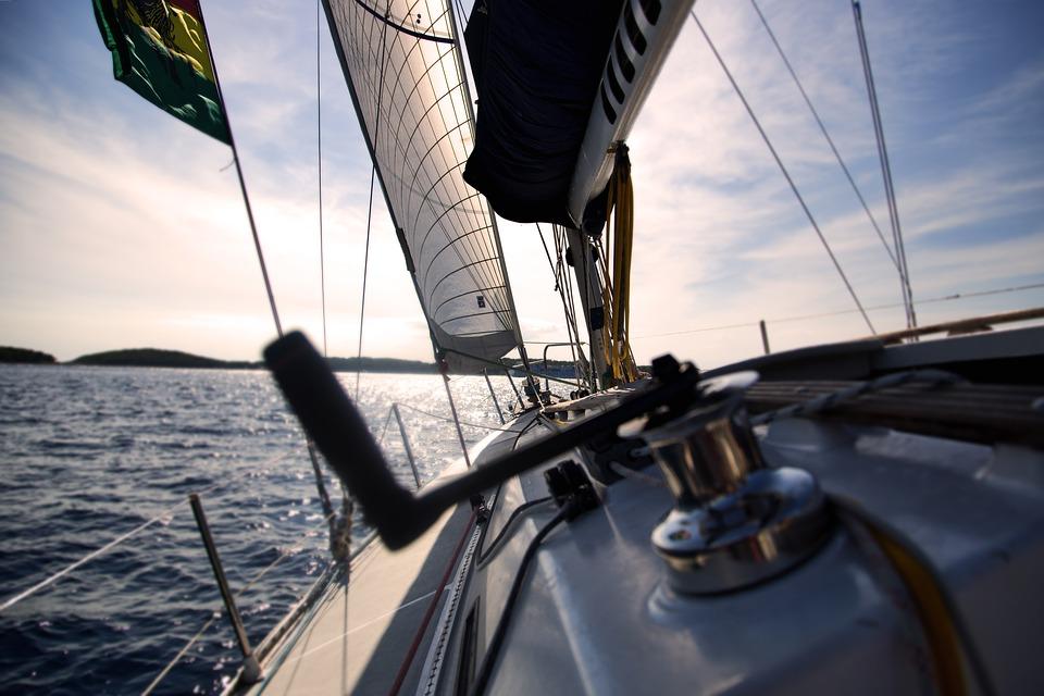 Под Севастополем в море столкнулись два судна с пассажирами