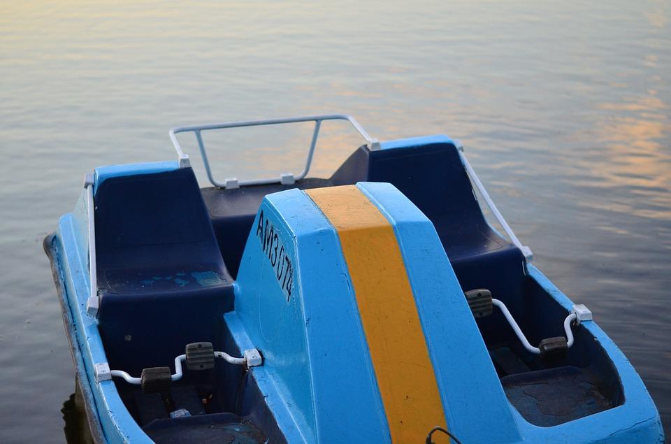 На ЮБК пятерых туристов на катамаране унесло в открытое море