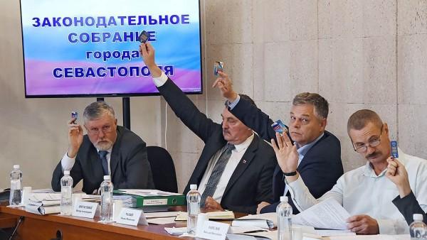 Кто в Севастополе против открытости власти