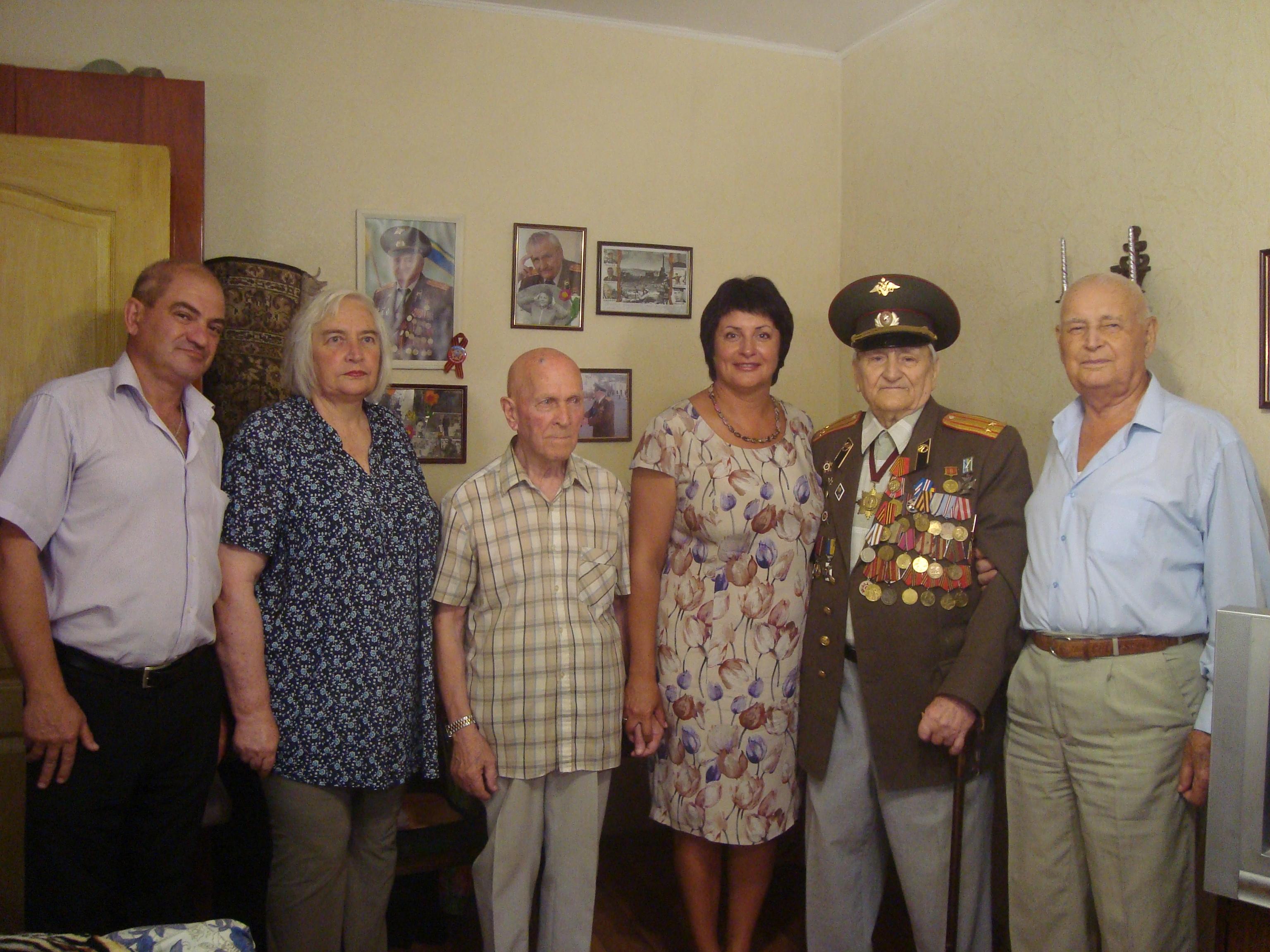 Татьяна Лобач поздравила ветерана с Днем рождения