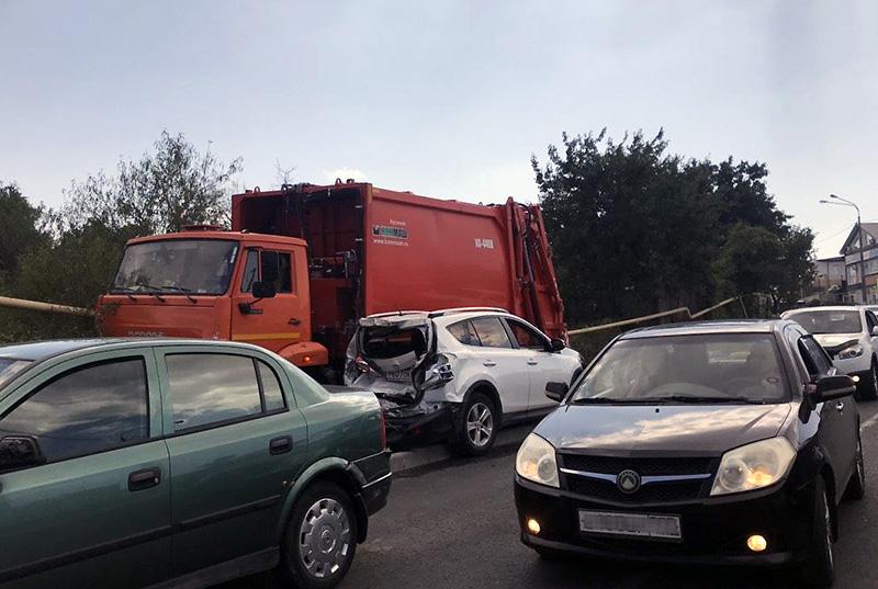 Спасатели сообщили подробности ДТП с участием 15 автомобилей в Севастополе