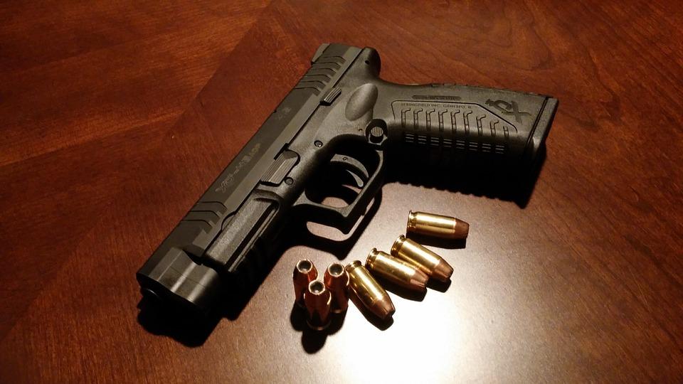 Полковник из Крыма решил почесать голову пистолетом и случайно нажал на курок