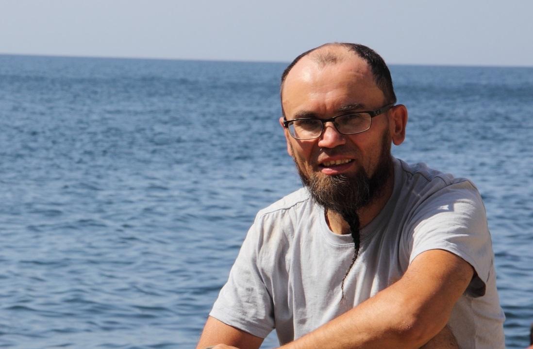 Заросший, обезвоженный, мало что помнит: пропавшего два месяца назад в море мужчину видели на суше