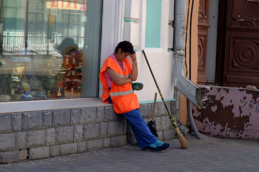 Подмосковный дворник задолжала два миллиарда рублей