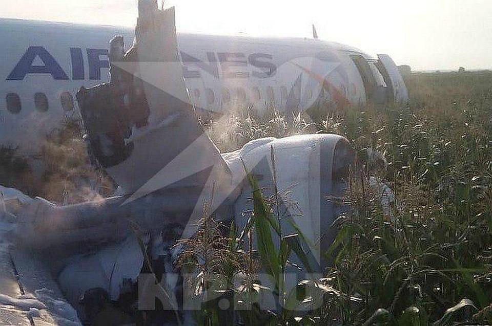 Опубликовано видео с места экстренной посадки следовавшего в Крым самолёта