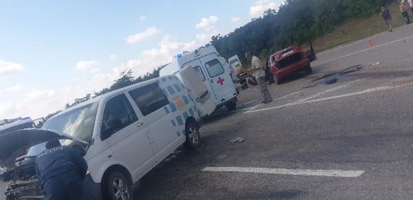 Водитель Daewoo Lanos сломал обе ноги в ДТП под Симферополем