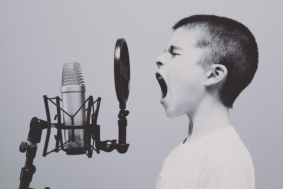 Эксперт рассказал, почему современные дети начинают говорить позже и что с этим делать