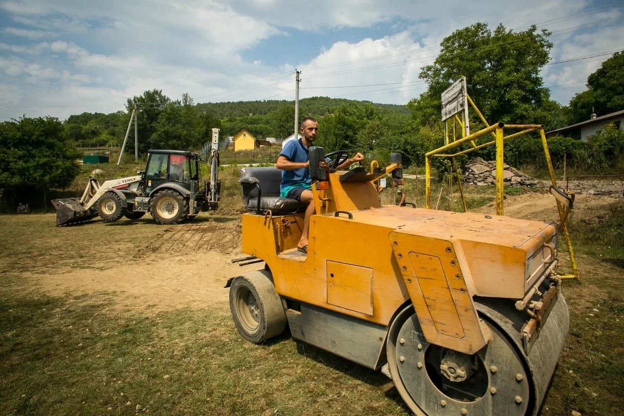 В Широком началось строительство спортивной площадки