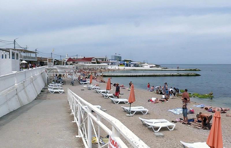 На пляжах «Омега» и «Парк Победы» в Севастополе снова можно купаться