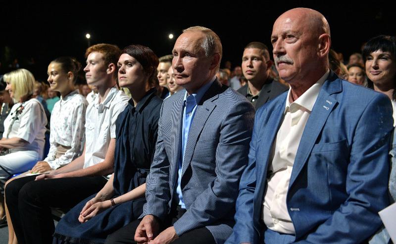 Владимир Путин посмотрел в «Херсонесе» балет «Спартак» и пообщался с детьми