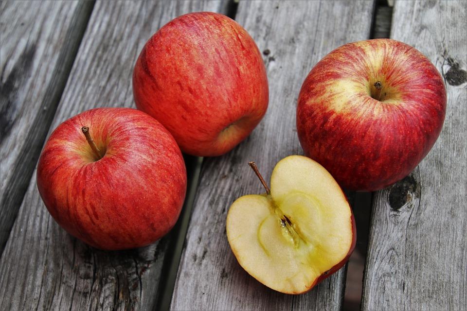 Крымчанин позвал 5-летнюю девочку нарвать яблок и начал приставать