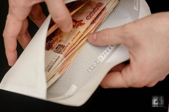 За взятку в 300 тысяч рублей крымский чиновник пойдет под суд