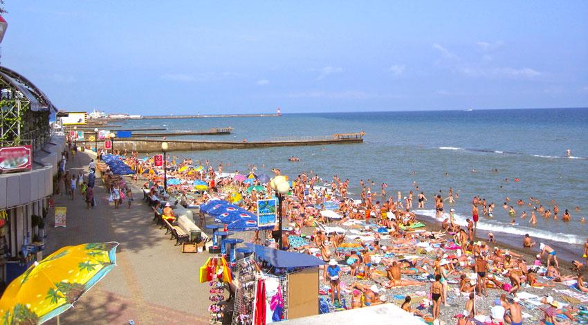 В Сочи женщина родила ребенка на городском пляже