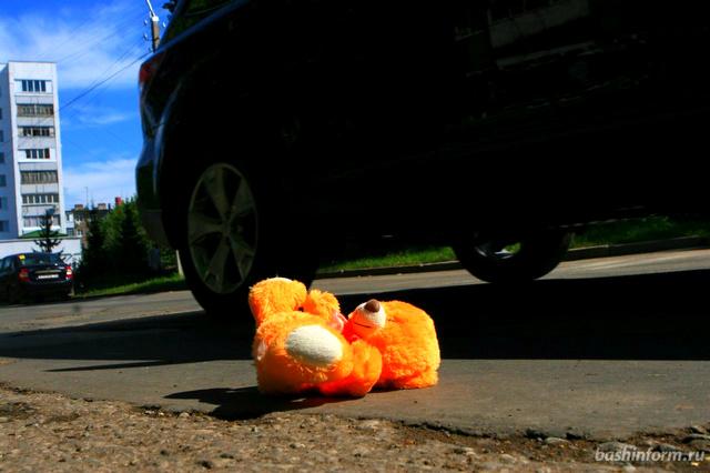 В Симферополе автомобиль сбил четырехлетнего ребенка во время выезда со двора