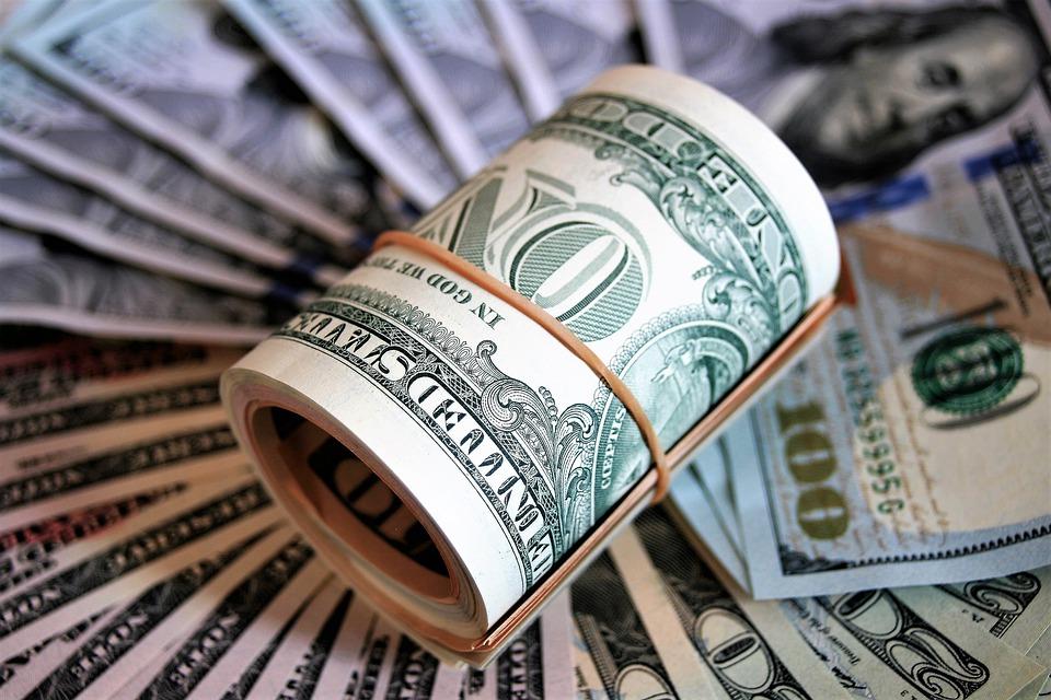 В ресторане под Симферополем у украинца похитили 2 тысячи долларов