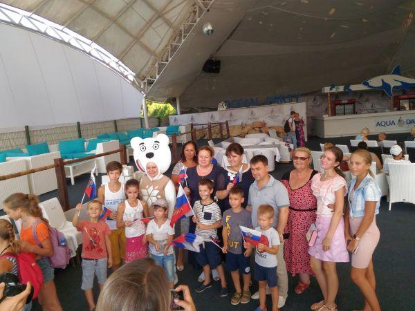 День флага в Севастополе отметили концертом и росписью пряников