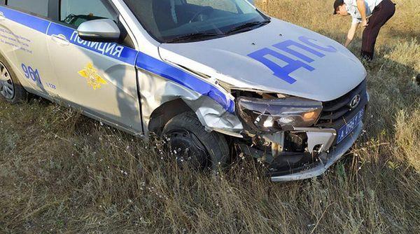 В Крыму пьяный водитель таранил патрульный автомобиль ГИБДД