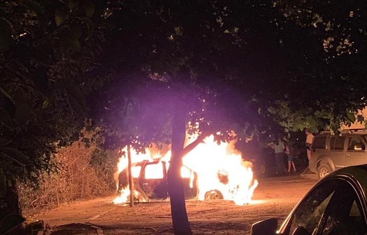 Ночью в Севастополе полыхали автомобили