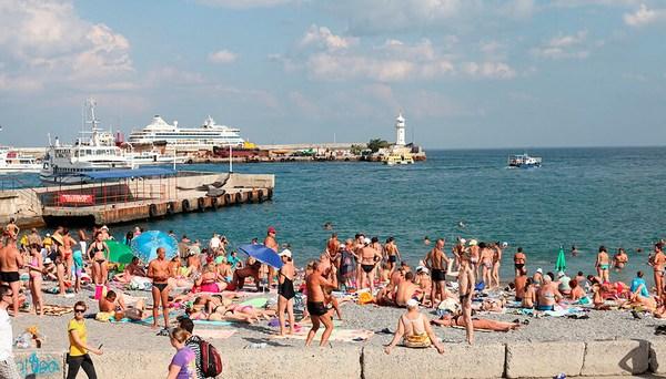 На ялтинском пляже 61-летний турист убил мужчину