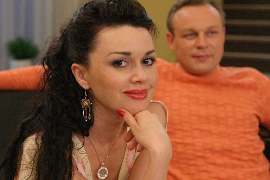 Концертный директор Анастасии Заворотнюк прокомментировал информацию о раке мозга актрисы