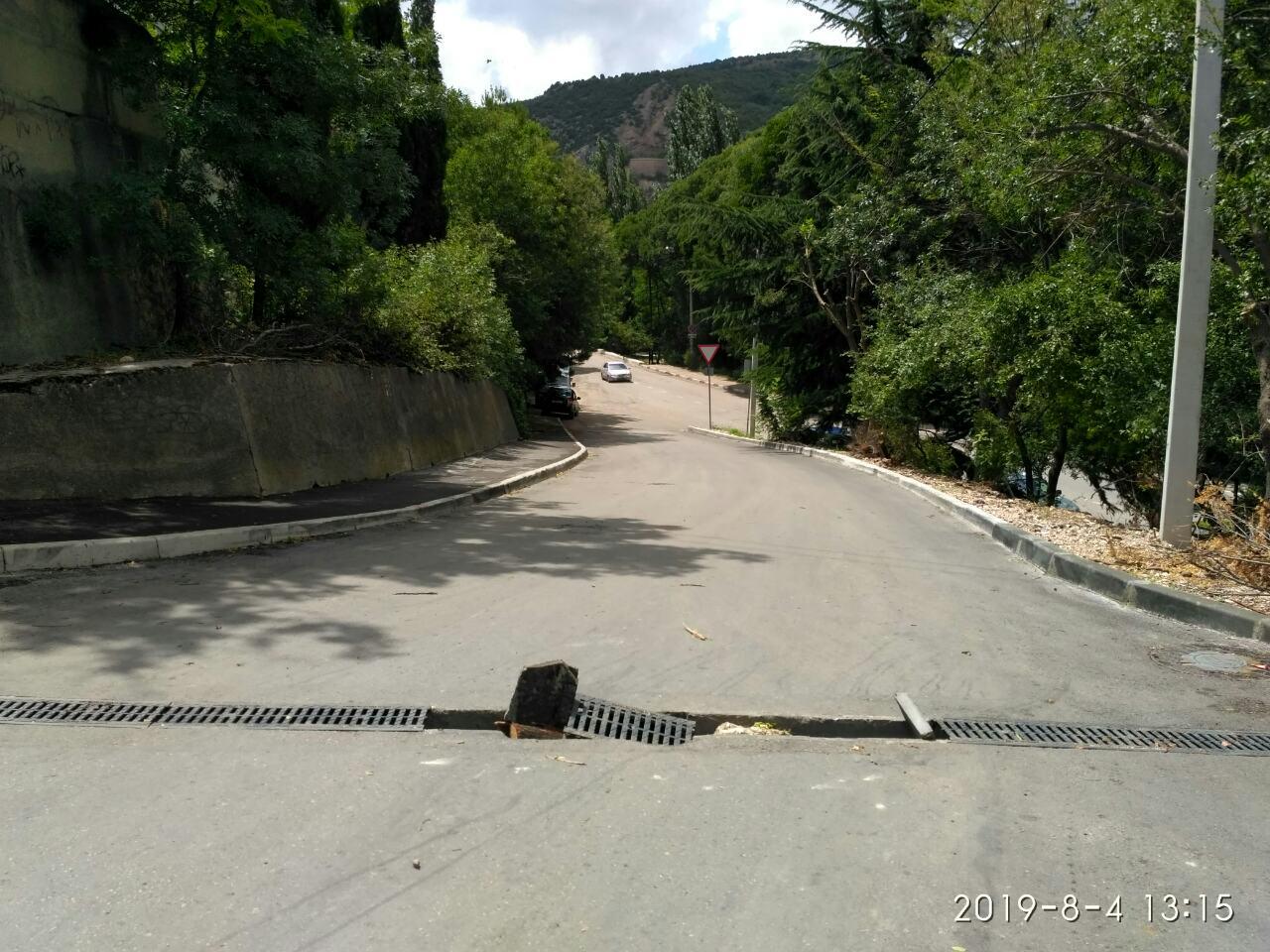 На новой дороге в Балаклаве смыло дождем ливнёвку