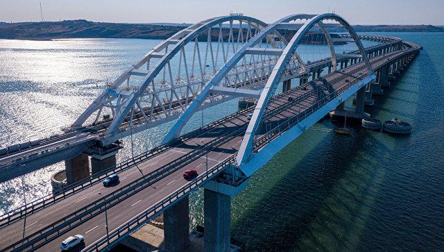 По железнодорожной части Крымского моста проехали первые пассажиры