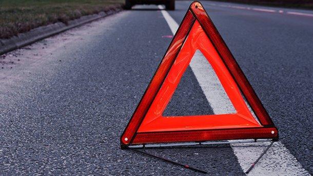 Машина врезалась в дерево и загорелась: в Крыму в аварии погибли два человека