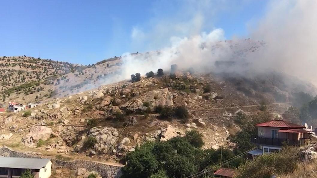В районе крепости Чембало горит сухая трава