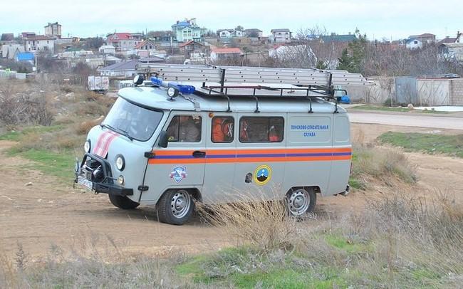 В Севастополе мужчина упал в четырехметровую яму и не смог самостоятельно выбраться