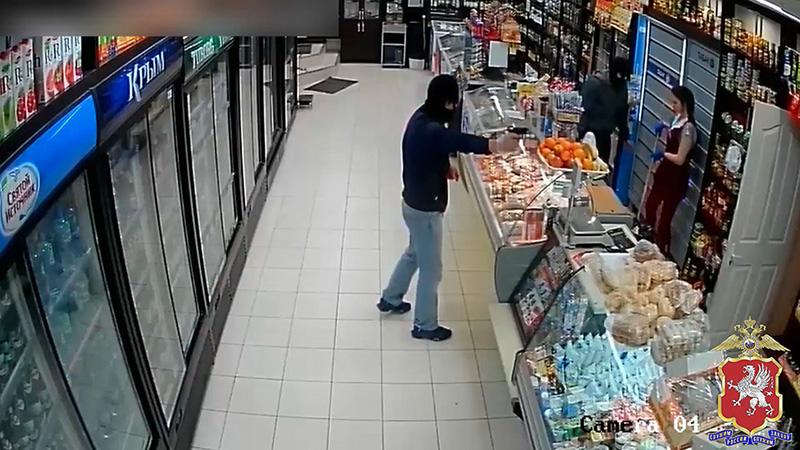 Ограбившие магазин в Севастополе трое мужчин получили срок