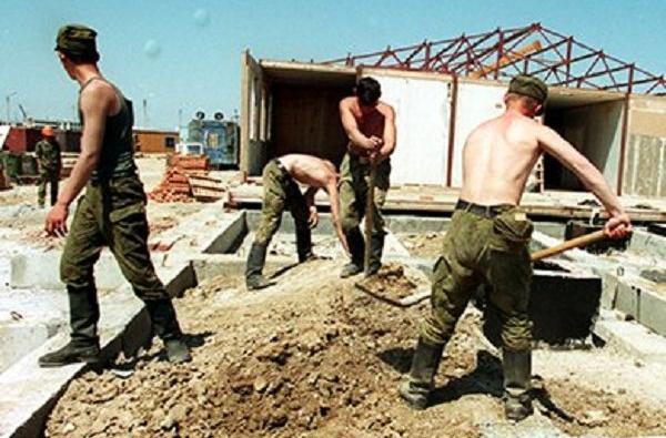 В Севастополе офицер ЧФ в течение 10 лет заставлял солдат строить дом
