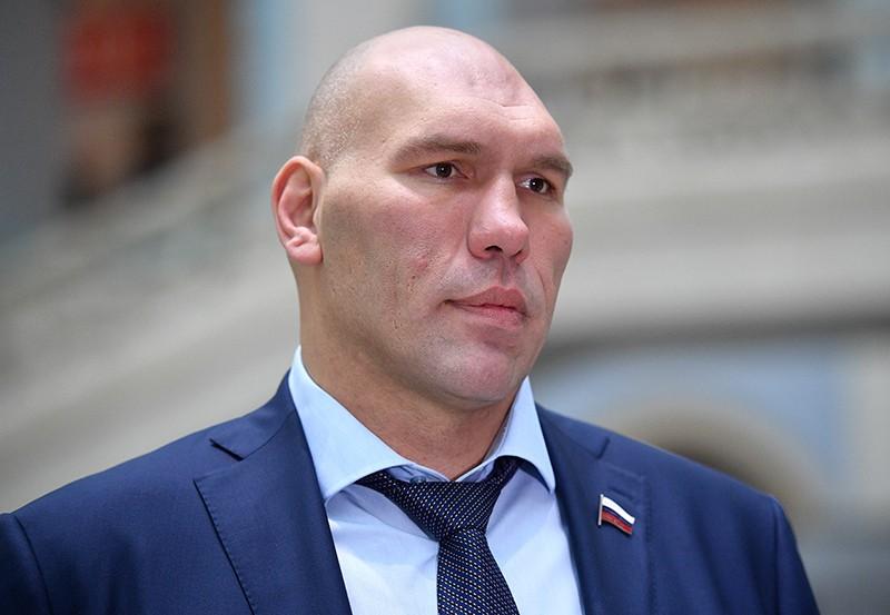 Николай Валуев открыл спортивную площадку в Севастополе