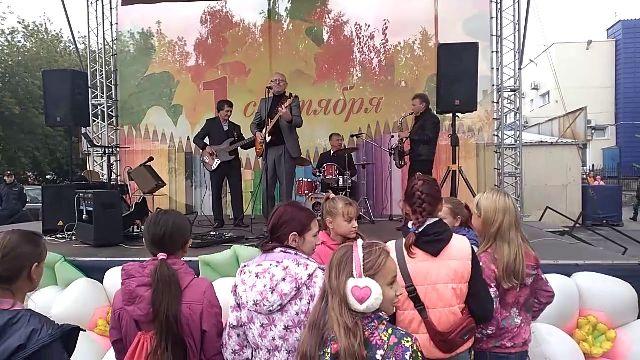 В Челябинской области школьников поздравили песней «Рюмка водки на столе»
