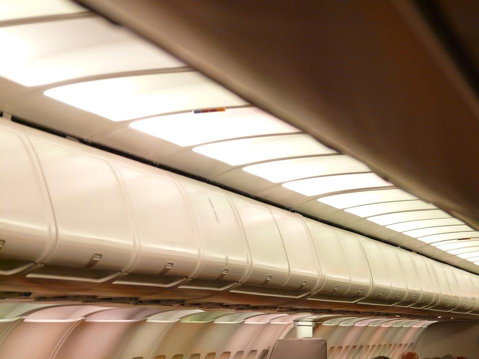 Двух пассажирок авиарейса «Симферополь — Москва» задержали за пьянку на борту самолета