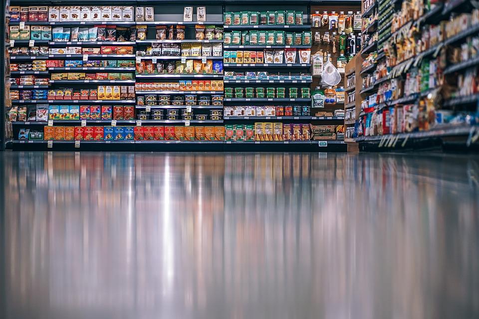 В Крыму женщина под юбкой вынесла из супермаркета продуктов на 4 тысячи рублей