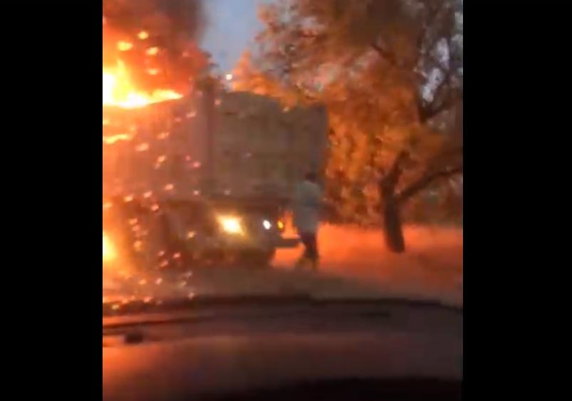 На крымской трассе вспыхнул КамАЗ