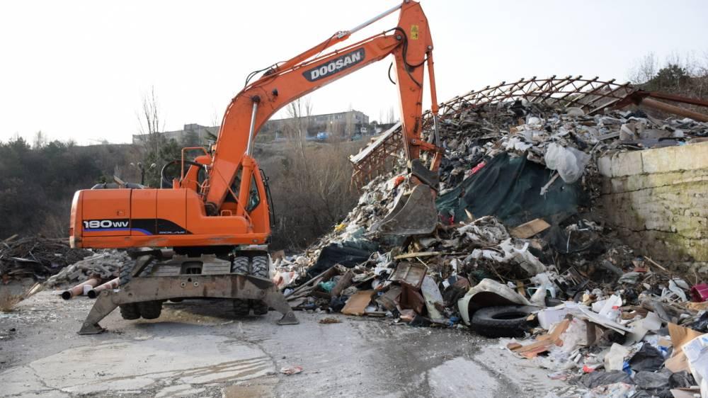 В Севастополе строительный мусор выгружали в лесу