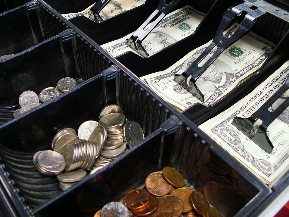 В Ялте управляющий магазином похитил из кассы около полумиллиона рублей
