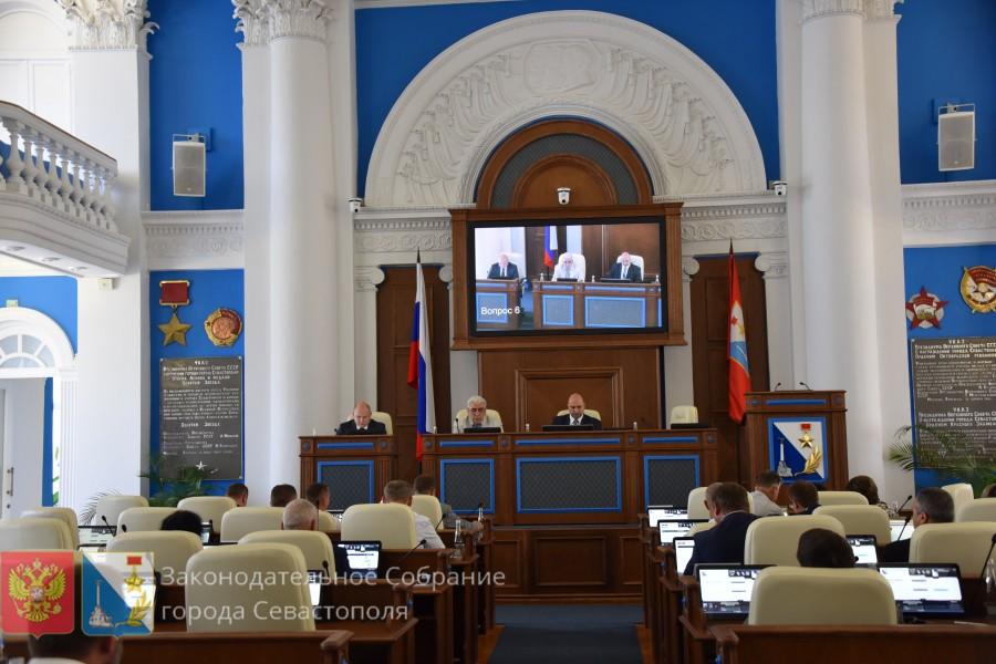В первый день работы заксобрание Севастополя потеряло двух депутатов