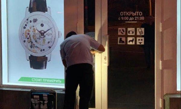 Разбили витрину: в центре Севастополя произошло крупное ограбление магазина