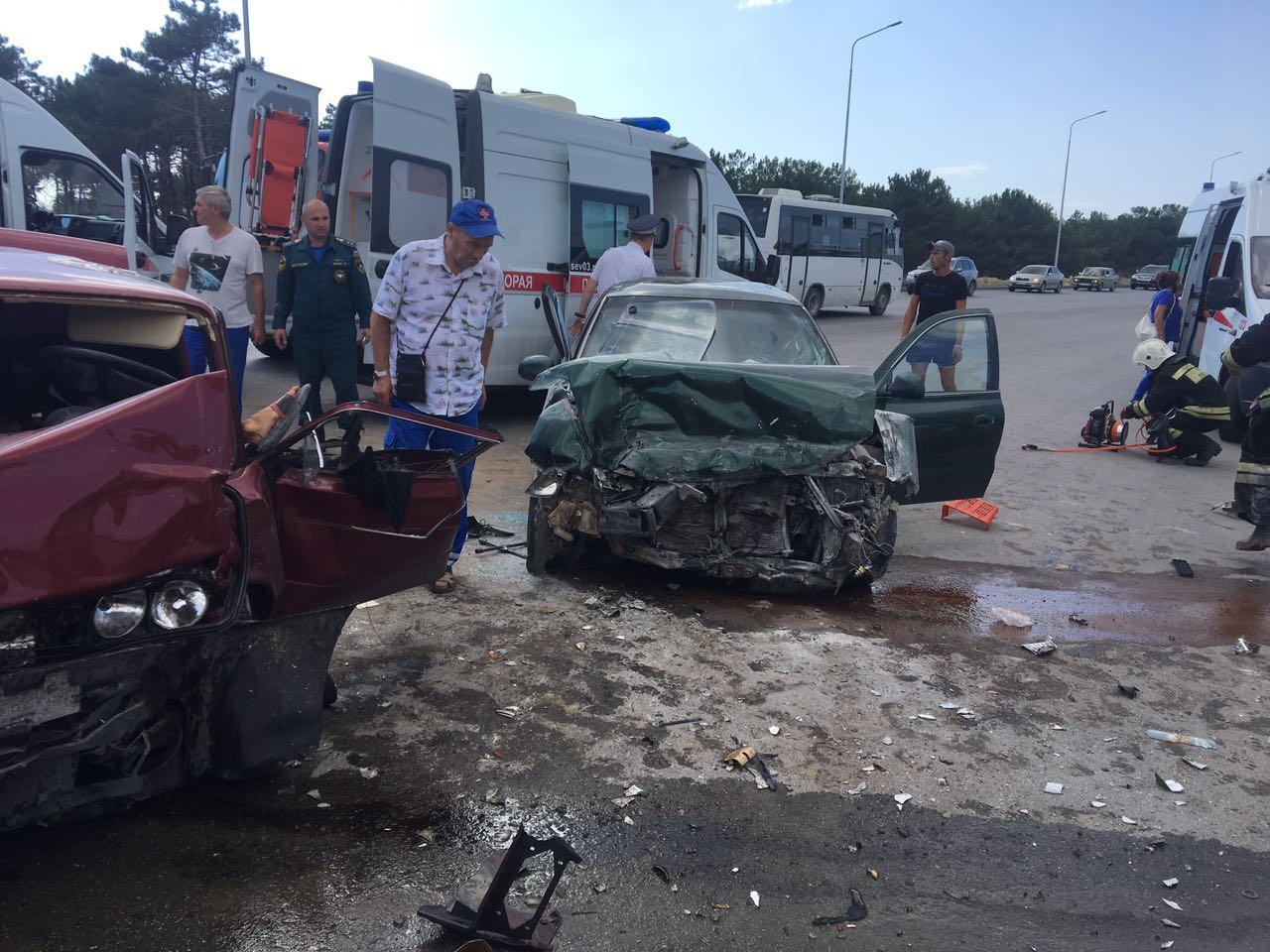 В серьезном ДТП на Камышовом шоссе пострадали пять человек