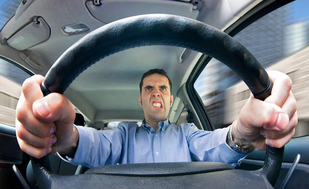«Выгонял пенсионеров из транспортного средства»: в Крыму уволили водителя-грубияна