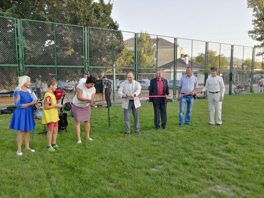 В селе Хмельницкое открыли футбольное поле